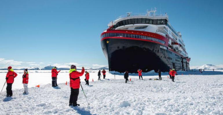 CRUISE_Roald_Amundsen_ice_landing.jpg